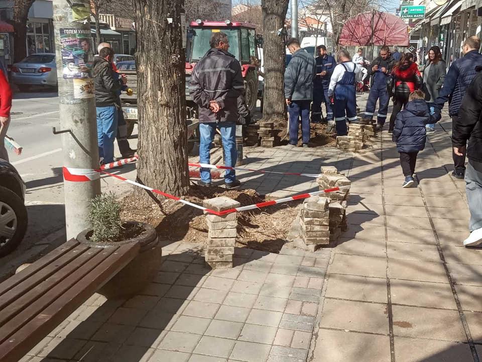 """ЛОКАЛНА САМОУПРАВА КАВАДАРЦИ / Рекострукција на  дел од тротоарот на """"Илинденска"""""""