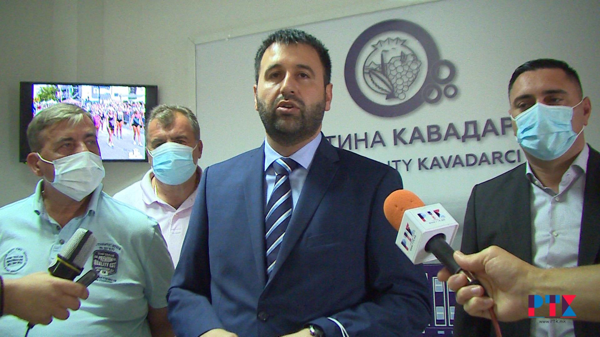 (Видео) Министерот за земјоделие Арјанит Хоџа на средба со лозарите и винарите