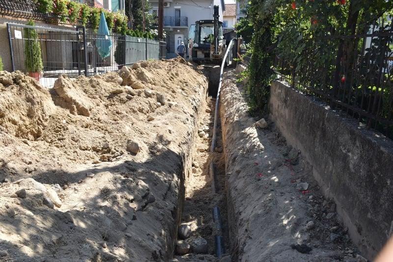 """КОМУНАЛНА ИЗГРАДБА  / Реконструкција на подземната инфраструктура, водовод и канализација на ул.""""Даме Груев""""."""