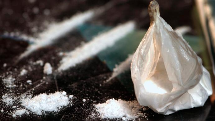 Од билтенот на МВР  /  Приведени осум дилери од Кавадарци, пронајдено кокаин, хашиш, марихуана