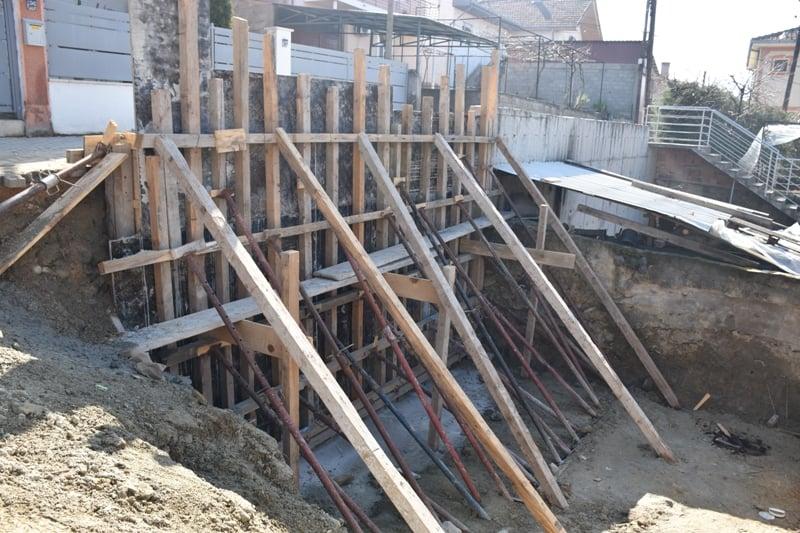"""ОПШТИНА КАВАДАРИ / Изградба на потпорен ѕид на крак од ул.""""Методи Џунов-Џико""""."""