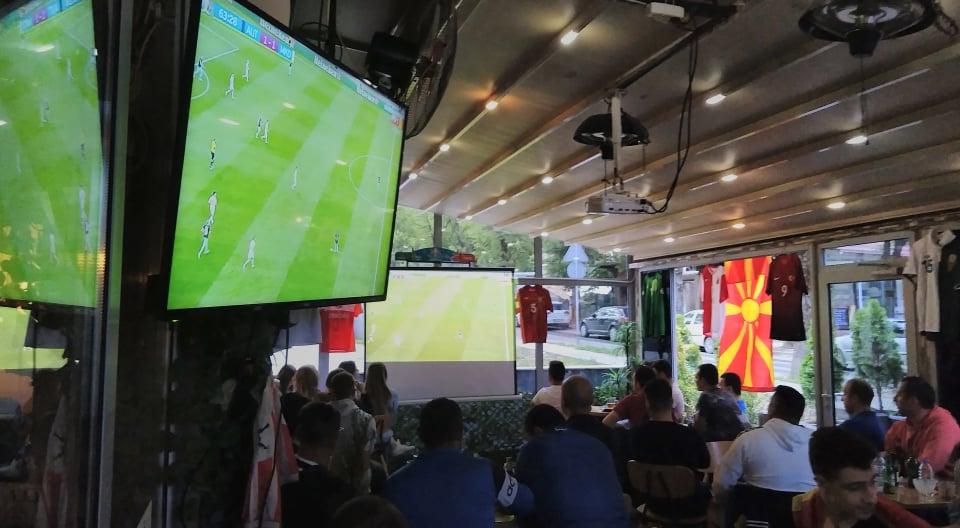 (ВИДЕО)  Историски ден : Kaвадарчани навиваа за македонската фудбалска репрезентација